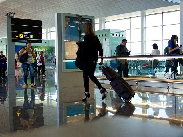 airport-1543009_640