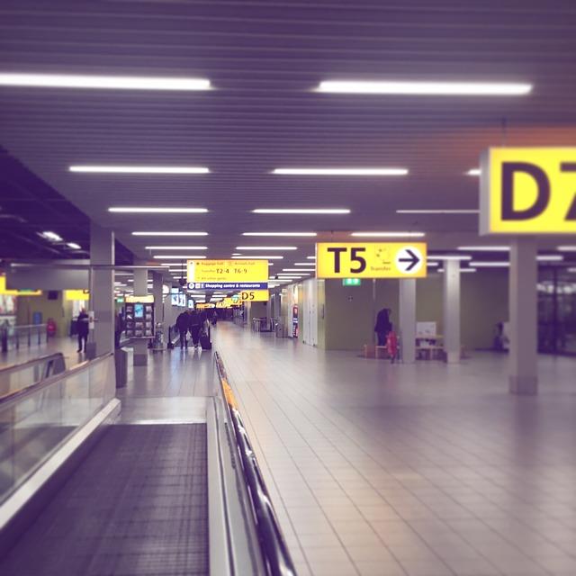 airport-2650891_640